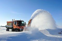 De verwijdering van de sneeuw het werken royalty-vrije stock afbeeldingen