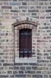 De vesting shuttered venster royalty-vrije stock afbeeldingen