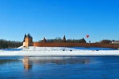 De vesting van het Novgorodkremlin in zonnige de winterdag in Veliky Novgorod, Rusland Stock Foto's