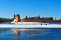 De vesting van het Novgorodkremlin in zonnige de winterdag in Veliky Novgorod, Rusland Stock Foto
