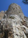De vesting van de Kruisvaarders op een rots in de bergen van noordelijk Cyprus, de 13de eeuw stock foto
