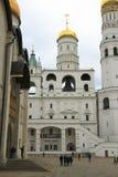 De vesting van Moskou het Kremlin en de Kathedraal van het Kremlin binnen de herfst t Royalty-vrije Stock Afbeeldingen
