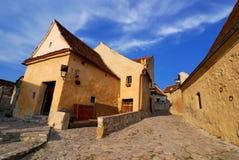 De vesting van Rasnov, smalle straat, Transsylvanië Stock Afbeeldingen