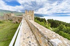 De Vesting van Samuel ` s, Ohrid, Macedonië met mening van meer Ohridsko royalty-vrije stock foto