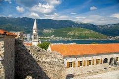 De vesting van de steencitadel in Oude stad Budva, Adriatische Riviera, Mont stock afbeelding