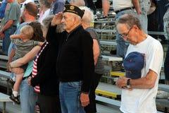 De Veteranen van de oorlog groeten Stock Fotografie