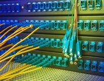 De vezelkabel dient met technologiestijl tegen optische vezel Royalty-vrije Stock Afbeelding