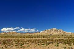 De viaje por carretera sobre el desierto fotos de archivo