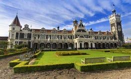 De Victoriaanse Stijl die van het Dunedinstation Otago-het Zuideneiland bouwen van Nieuw Zeeland van het Gebied royalty-vrije stock foto's