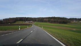 De video van UHD 4k van het drijven van auto in landelijk Zwitserland stock videobeelden