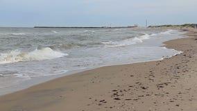 De video van Ventspils Letland van Oostzeegolven stock video