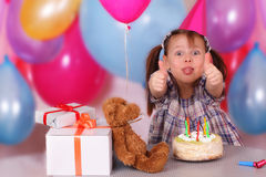 De viering van de verjaardag van grappig meisje Stock Afbeeldingen