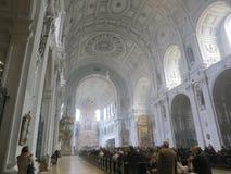De Viering van Pasen in Kerk Stock Foto's