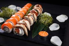 De viering van de valentijnskaartendag, Japanse sushi voor twee royalty-vrije stock foto's