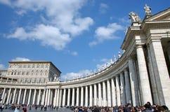 De Vierkante Colonnade van heilige Peter Stock Fotografie
