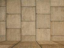 De vierkante muur van het metselwerk met vloer Stock Afbeeldingen