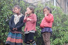 De Vietnamese etnische H'mong-kinderen spelen Royalty-vrije Stock Fotografie