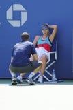 De vijf keer Grote praktijken van Maria Sharapova van de Slagkampioen met haar trainen Sven Groeneveld voor US Open 2014 Stock Afbeeldingen