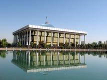 De vijver en Majlis 2007 van Tashkent stock fotografie