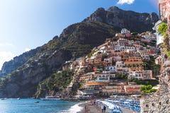 De villa's in Positano sluiten omhoog, stad in Thyrreense Zee, Amalfi kust, van Itali?, van het hotel en van de herberg concept,  stock afbeelding