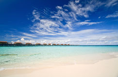 De villa's van Aqua en blauwe oceaan Royalty-vrije Stock Foto
