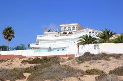 De villa's van de luxe beachfront vakantie. Stock Fotografie