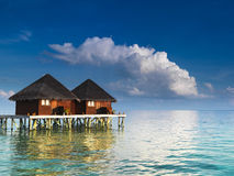 De villa's van het water bij tropische toevlucht Royalty-vrije Stock Foto
