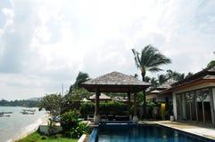 De villa van de beachfrontpool Royalty-vrije Stock Afbeelding