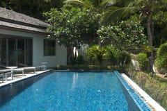 De villa van de beachfrontpool Royalty-vrije Stock Foto's