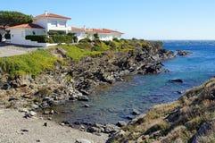 De villa van de waterkant in de Middellandse Zee Royalty-vrije Stock Afbeeldingen