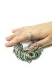 De vinger die van de hand wiith Juwelier geïsoleerde hulpmiddelen rangschikken Stock Afbeelding