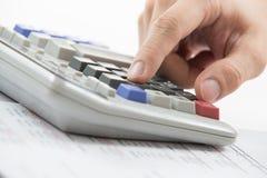 De vinger drukt calculatorknoop Royalty-vrije Stock Afbeelding
