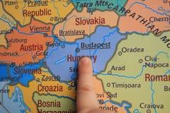 De vinger toont een deel van ` s van Europa Royalty-vrije Stock Foto