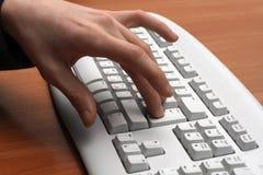 De vinger van mens duwen gaat sleutel in stock afbeelding