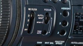 De vinger verandert videoswitcher op digitale camera, nadrukinfitity stock video
