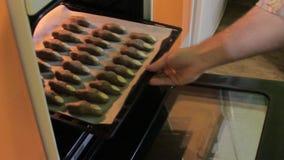 De vingers van de koekjesheks stock videobeelden