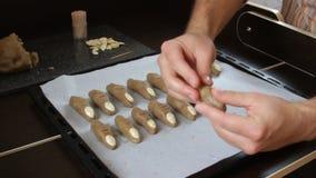 De vingers van de koekjesheks stock video