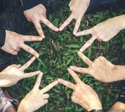 De vingers zijn star-shaped om groepswerk en harmonie te vertegenwoordigen stock fotografie