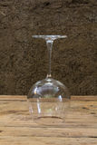 De vinho do vidro vida ainda na tabela de madeira Imagens de Stock