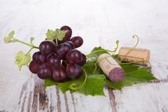 De vino rojo todavía de la uva vida. Imagen de archivo libre de regalías