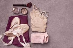 De vintage toujours la vie avec des roses et des chaussures de ballet Images stock