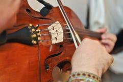 De violist: Het spelen van de musicus viool bij opera Royalty-vrije Stock Afbeelding