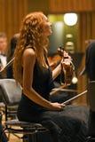 De violist van de schoonheid tijdens een overleg Royalty-vrije Stock Fotografie