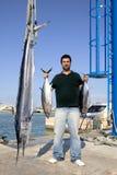 De vissen van de visser vangen albacore tonijn en spearfish royalty-vrije stock foto