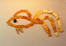 De vissen van de Zonnige steen die van amber worden gemaakt Royalty-vrije Stock Afbeeldingen