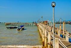 De vissende Pier van het Dorp Stock Foto