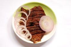 de vissengebraden gerecht van de parelvlek met ui Stock Fotografie