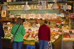 De Vissenmarkt van de snoekenplaats, Seattle, WA, de V.S. Royalty-vrije Stock Fotografie