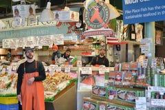 De Vissenmarkt van de snoekenplaats, Seattle, WA, de V.S. Stock Afbeeldingen