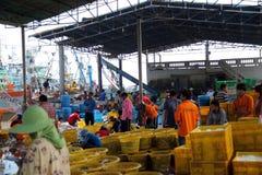 De vissenmarkt is vleesvis komt vorm het overzees Stock Foto's